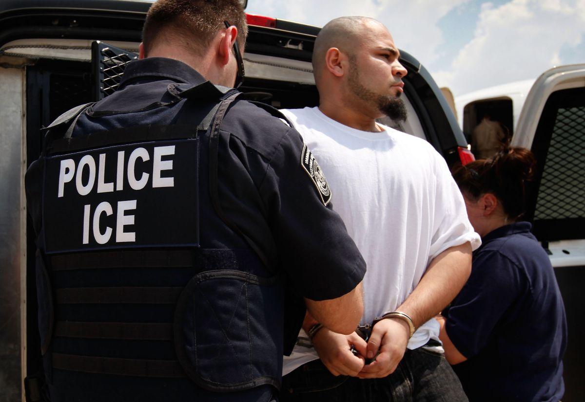ICE achaca esta situación al flujo de inmigrantes en la frontera sur
