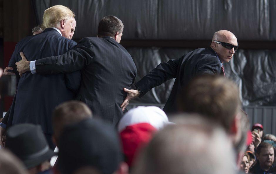 """Trump lo honró como """"héroe"""" de la masacre en El Paso. Pero el Servicio Secreto lo detuvo"""