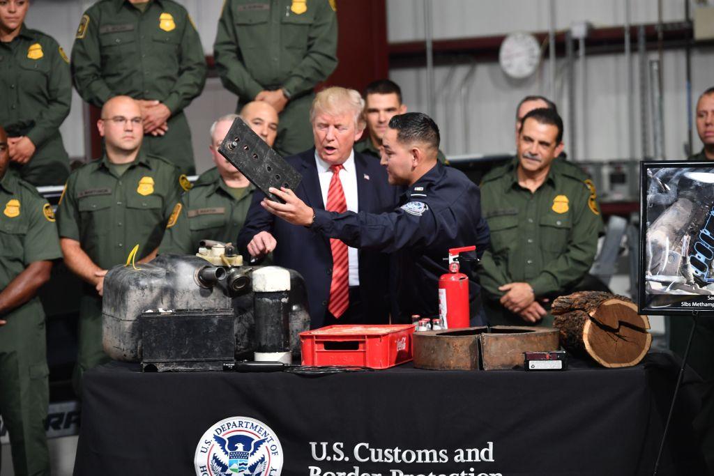 Trump llegó a Arizona para insistir en el muro, sin ofrecer perdón a Arpaio