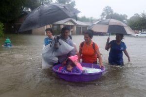 Indocumentados en Houston temen pedir ayuda en medio de la tragedia que deja Harvey