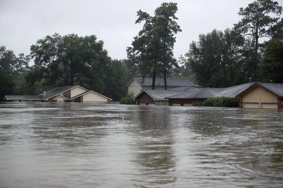 Le explicamos por qué el huracán Harvey sigue estancado en Texas