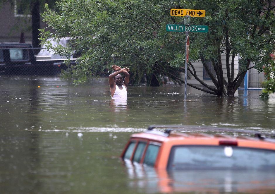 Alerta por desbordamiento de dos embalses en inmediaciones de Houston: piden evacuación inmediata