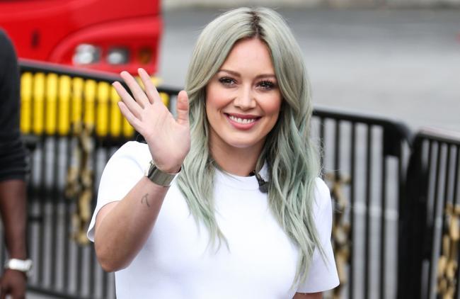 Hilary Duff responde a las críticas sobre su cuerpo con una foto