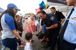 'Machete' y la Policía de San Fernando celebran el Night Out con la comunidad