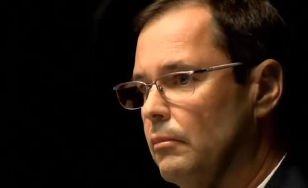 Arrestan a ex superintendente de distrito escolar de California bajo cargos de corrupción