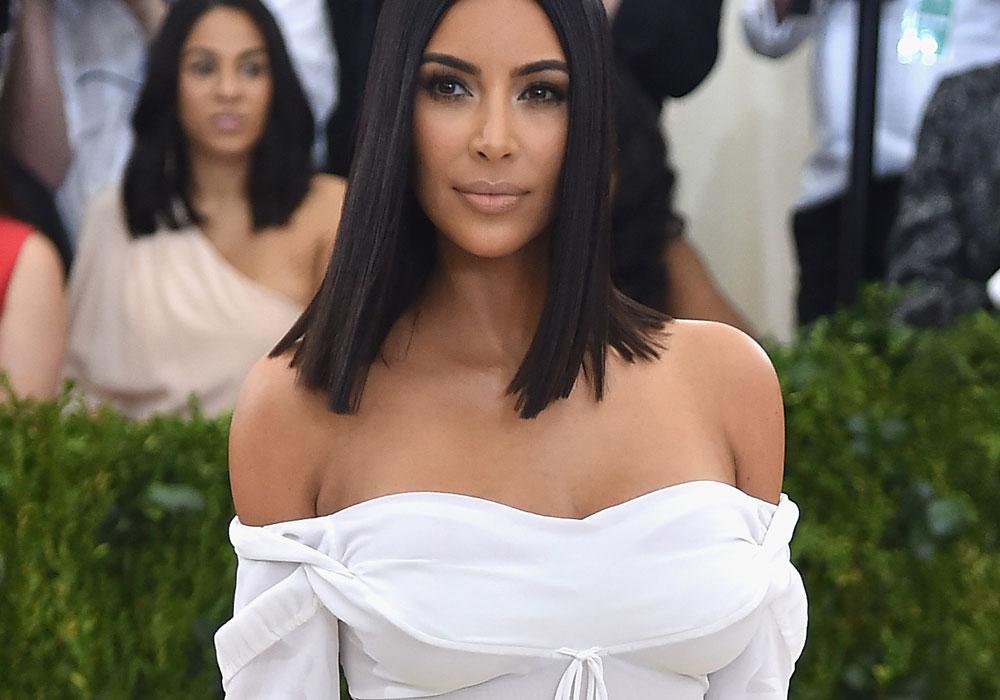 FOTO: Kim Kardashian presume sus encantos con atrevidísimo escote