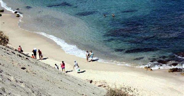 VIDEO Comando armado mata a tres personas en playa de Los Cabos