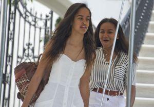 Malia Obama ya no es una niña: la ex primera hija lució sus curvas en un sensual bikini blanco