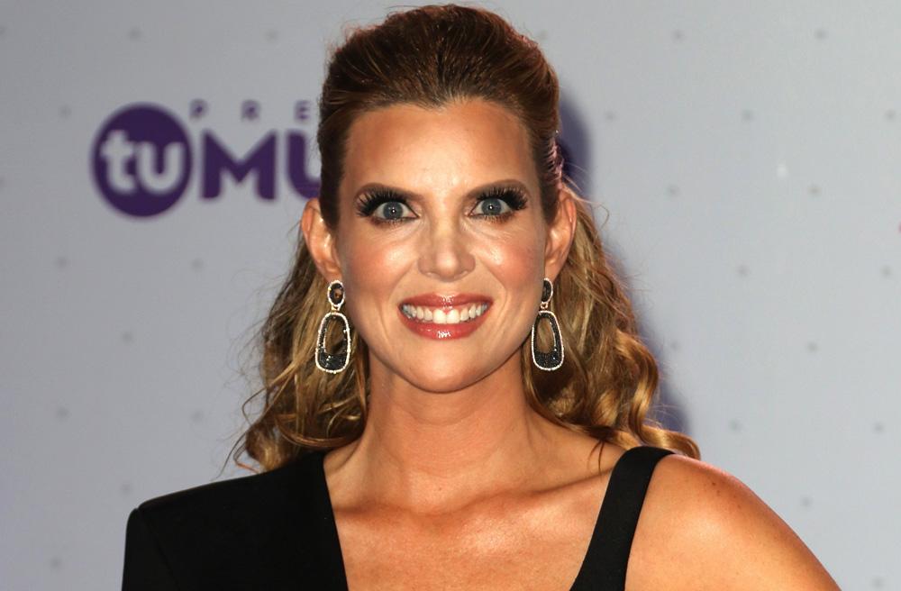 La actriz de telenovelas reveló que sus tres hermanos son gay
