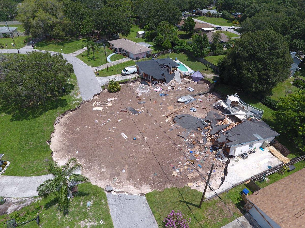 El sumidero en Land O´Lakes, condado de Pasco en Florida, sigue creciendo.