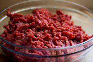 ¡Cuidado! Carne molida contaminada enfermó a 100 personas en 6 estados
