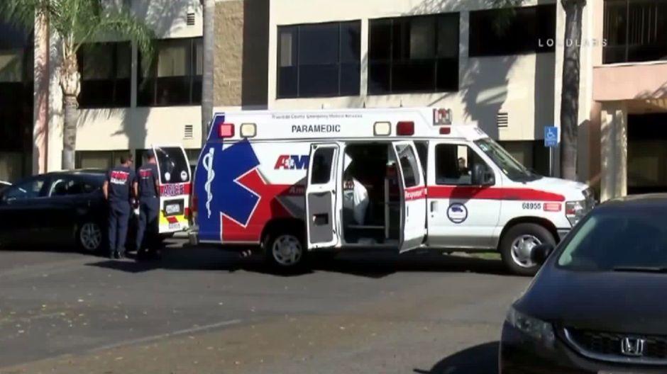 Niño es rescatado tras pasar casi una hora dentro de un auto estacionado
