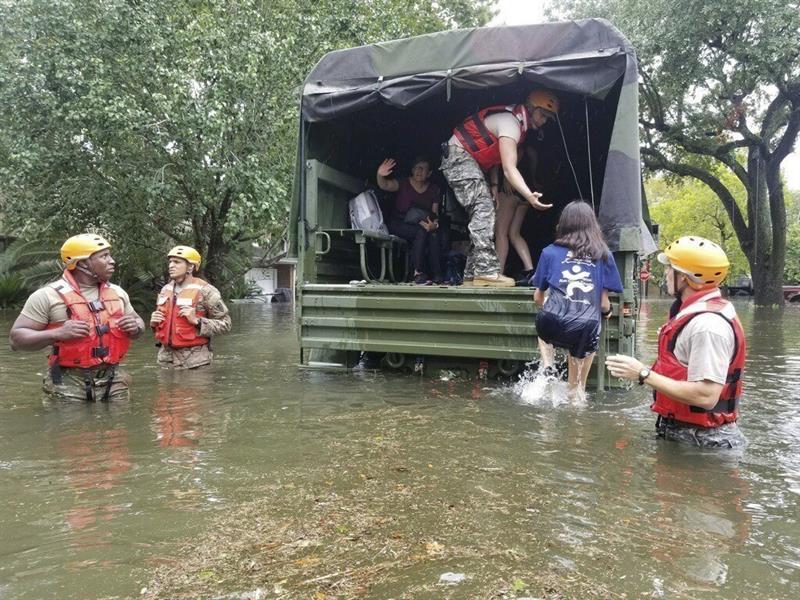 """El drama en Houston: """"Es devastador no saber si tendremos un hogar al que volver"""""""