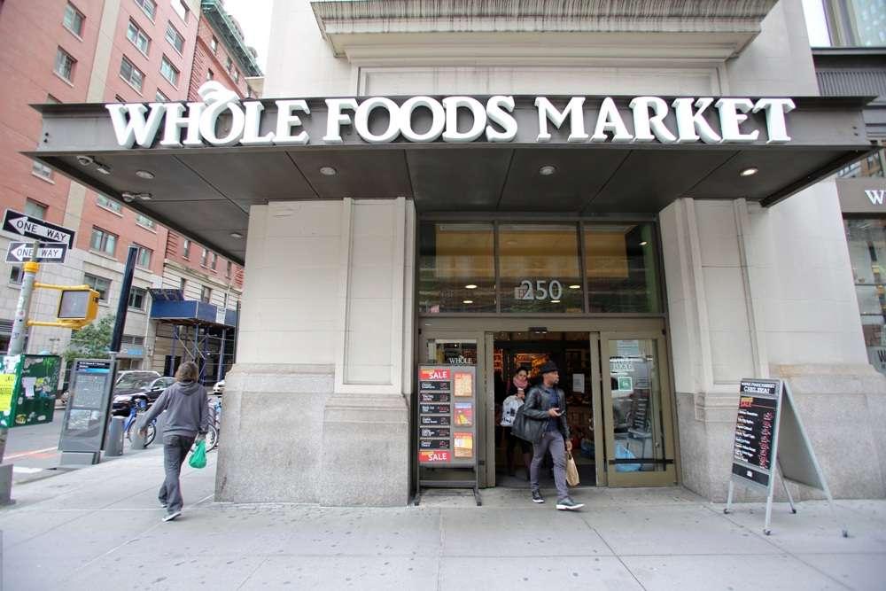 Vídeo: ladrón roba billeteras a dos mujeres en Whole Foods