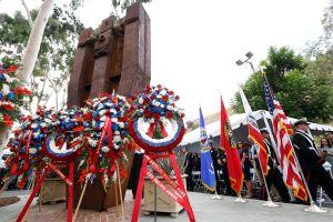 'Nunca olvidaremos' dicen los bomberos de Los Ángeles mientras rinden homenaje a las víctimas del 9/11