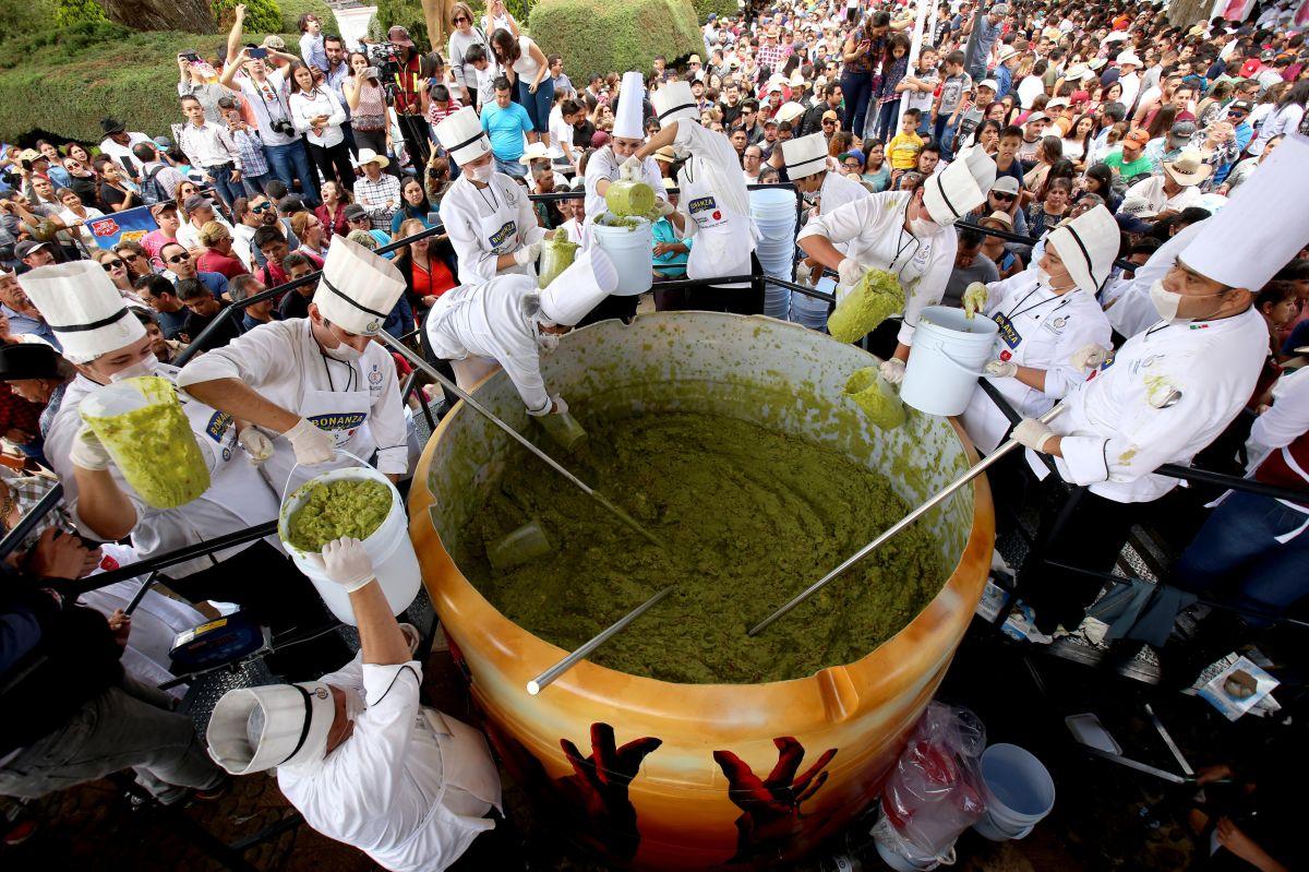 Jalisco logra el récord Guinness del guacamole más grande del mundo