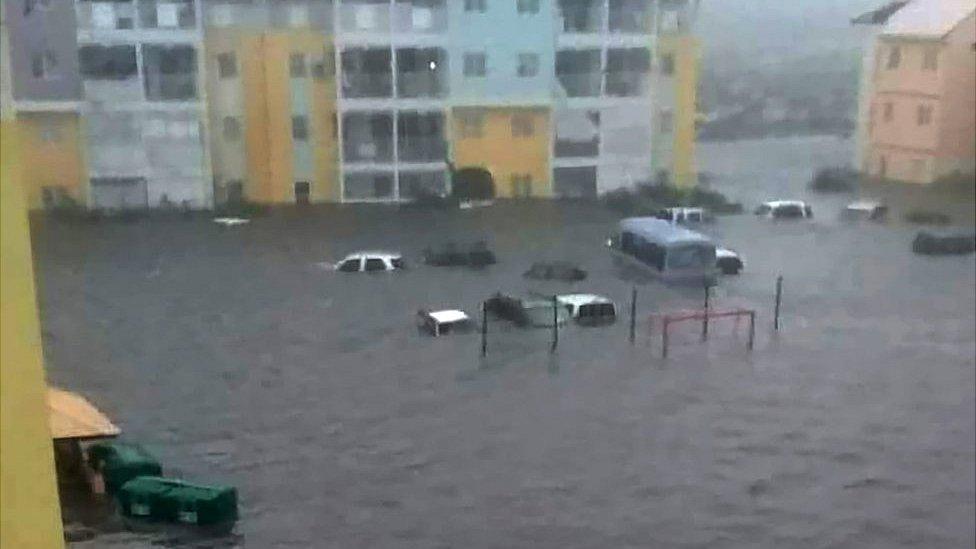 Las calles se inundaron en la parte norte de la isla de San Martín, que forma parte de los territorios de Francia en ultramar, mientras que el sur de la isla pertenece a los Países Bajos.