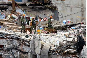 Más de 40 personas siguen bajo los escombros en edificio de la Ciudad de México