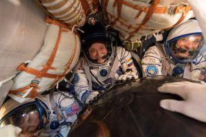 VIDEO: Regresan tres astronautas de la EEI a bordo de la nave Soyuz