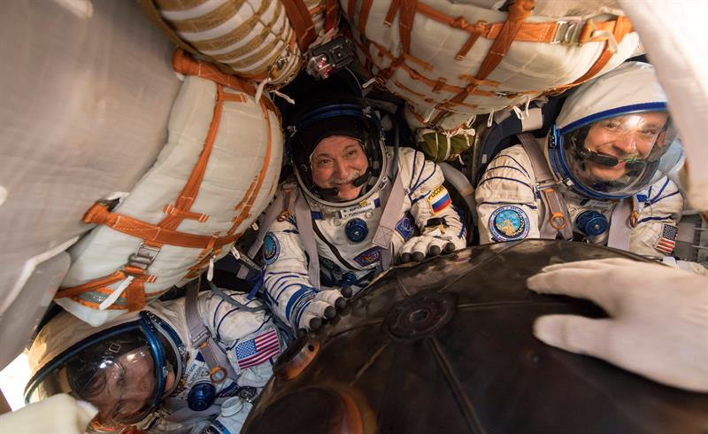 VIDEO: Regresan tres astronautas de la EEI a bordo de la nave Soyuz