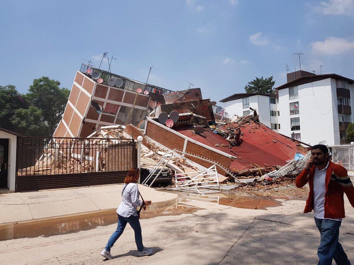 La escuela de Coapa que se derrumbó con niños en su interior.