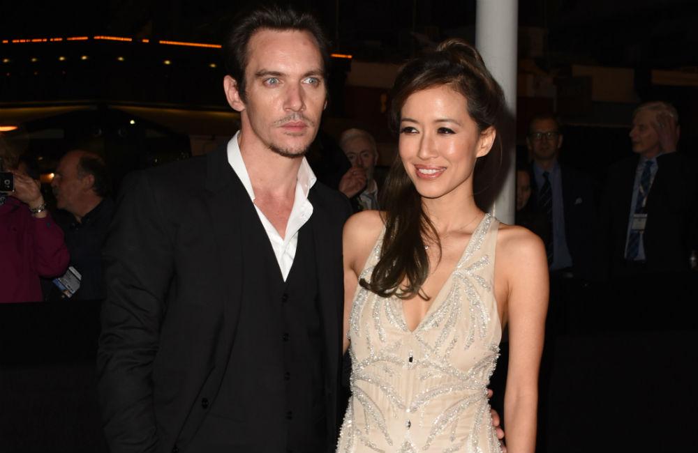 Jonathan Rhys Meyers y su esposa Mara Lane.