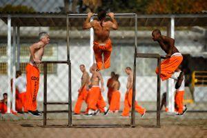 Drogas, armas y alcohol: lo que más abunda en las cárceles de este estado