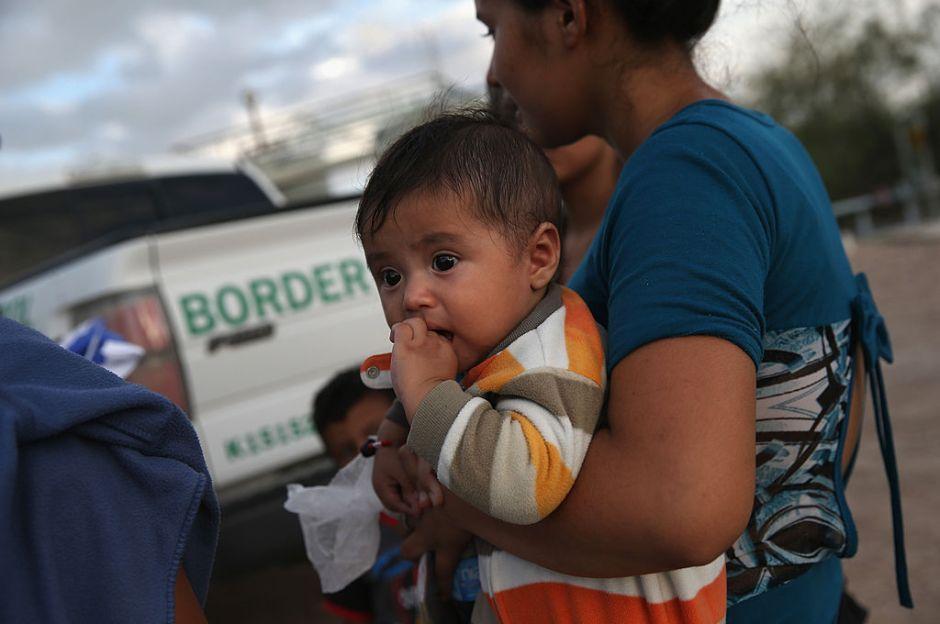 """Agentes fronterizos afirmaron que migrante de 3 años declaró que """"venía a trabajar"""""""