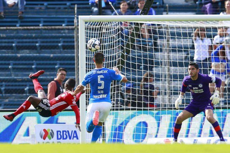 Un golazo de chilena del colombiano Avilés Hurtado fue nominado para el premio Puskas