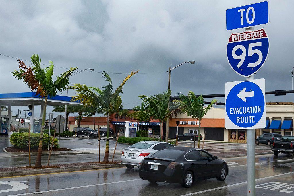 Turistas y residentes de Florida están bajo avisos de evacuación el huracán Irma.