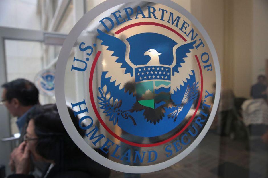 DHS revisará datos de redes sociales de todos los inmigrantes