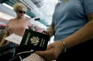 Esquina migratoria: si debes child support, no puedes tener pasaporte