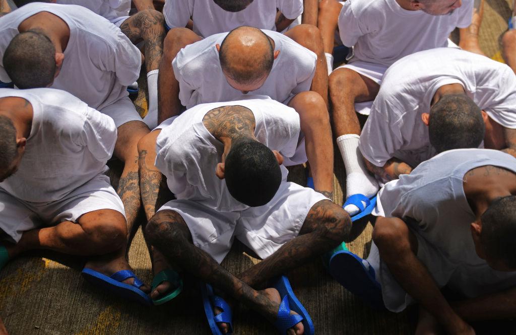 VIDEO: Arrestan a 600 pandilleros de MS13 en Centroamérica