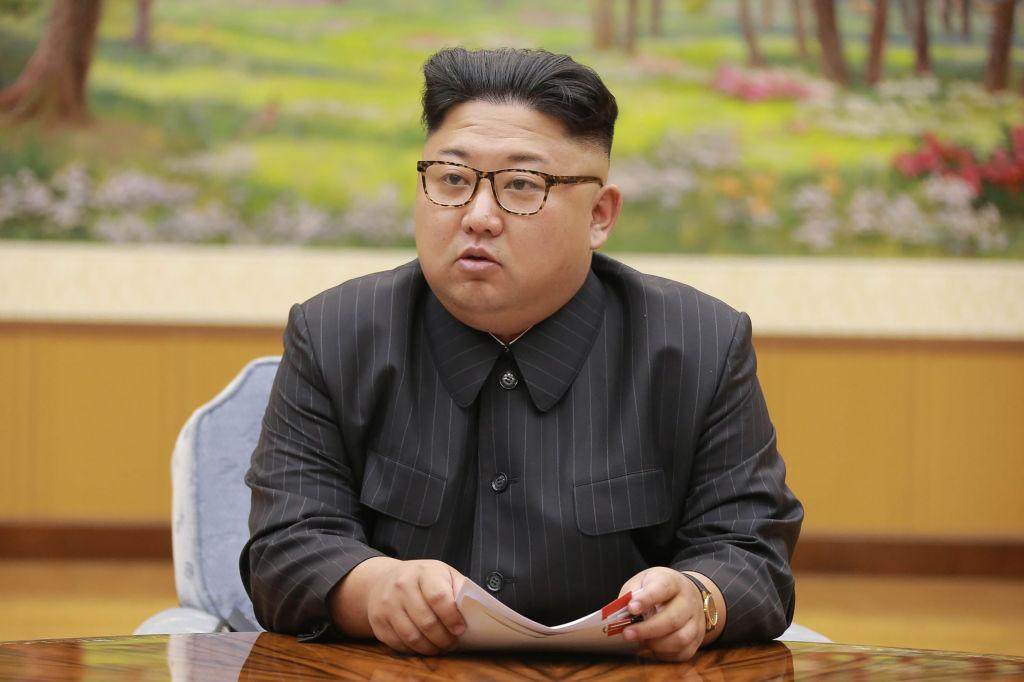 El inusual saludo del líder de Corea del Norte al presidente de China