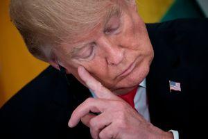 """Trump entra en pánico por investigación del """"Rusiagate"""" y trata de desviar la atención con su forma favorita"""