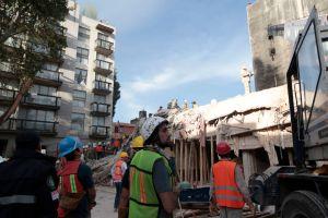 Aún en la calle y con un manual de consejos a casi un año del sismo en México