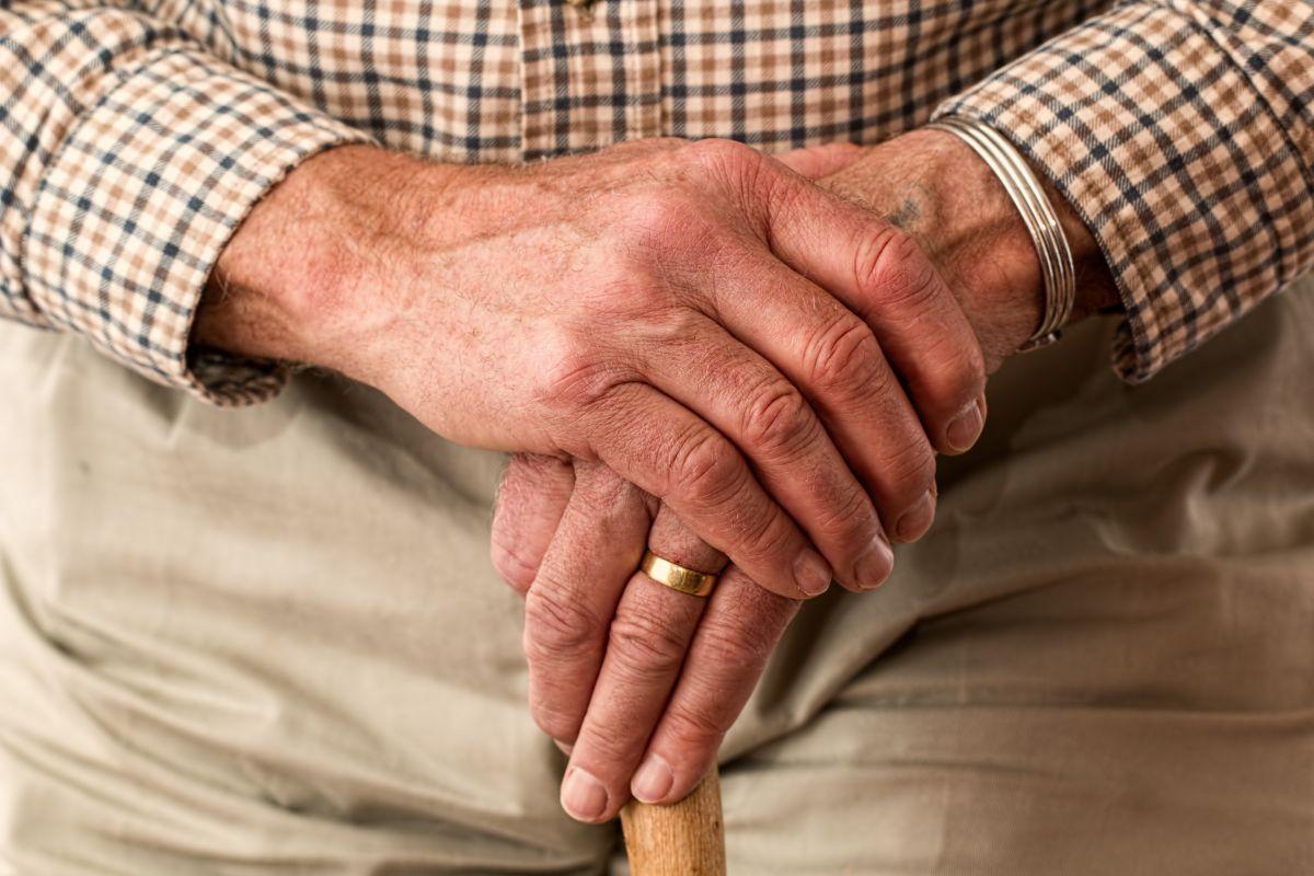 Pasos para reclamar a un padre anciano como dependiente