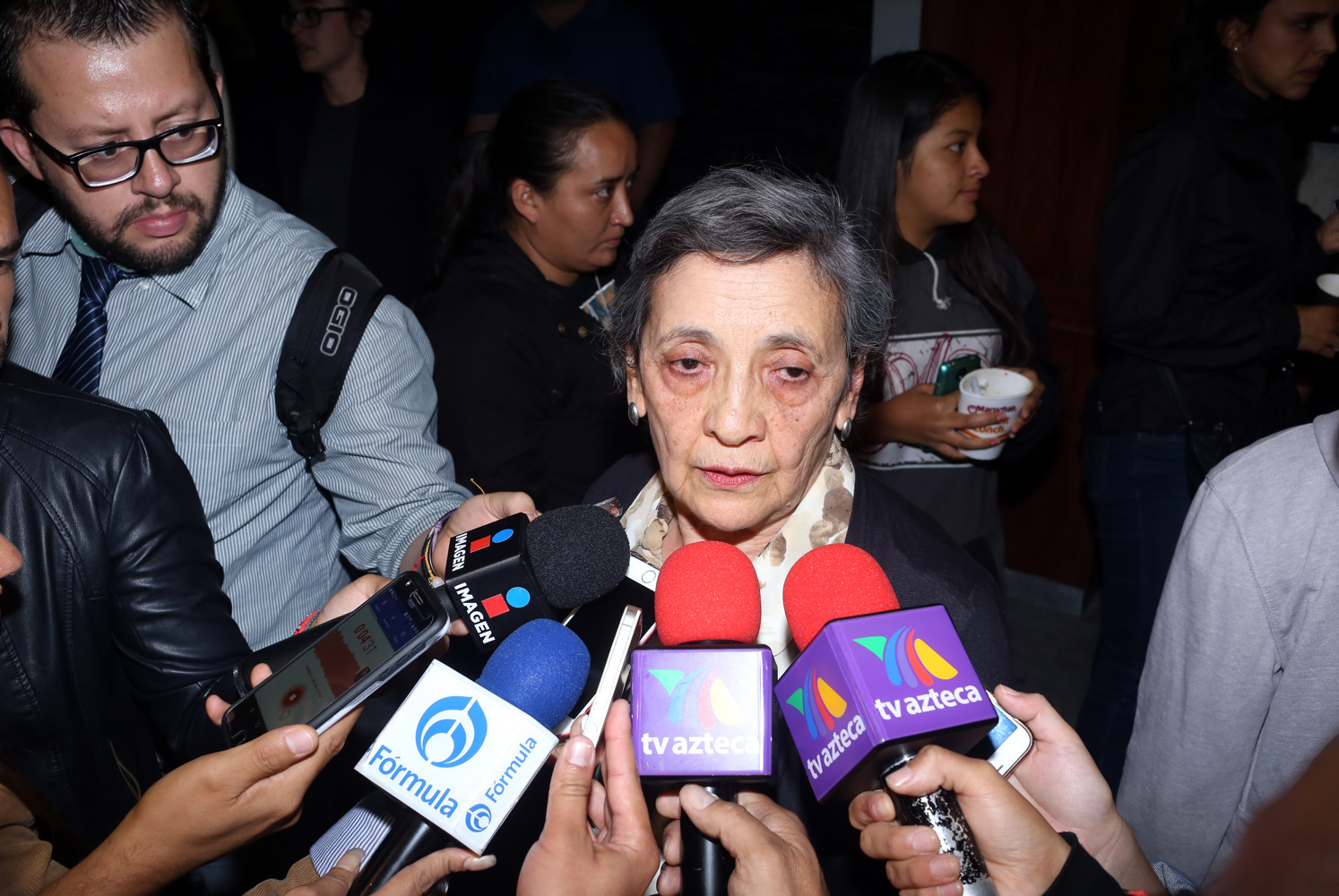 Mamá de Hiromi hablando con los medios sobre la causa de muerte de su hija