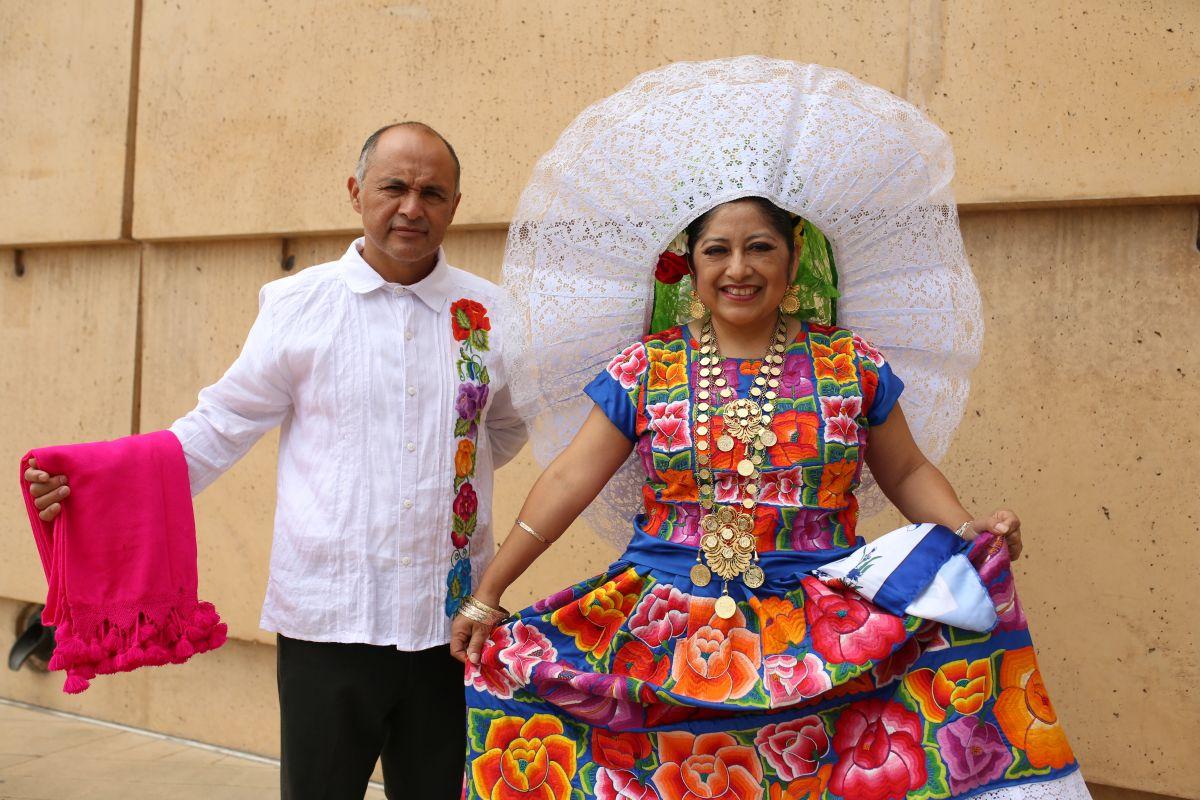 Miembros de la comunidad oaxaqueña de Los Ángeles