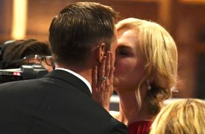 Video: El polémico beso de Nicole Kidman en los Premios Emmy 2017
