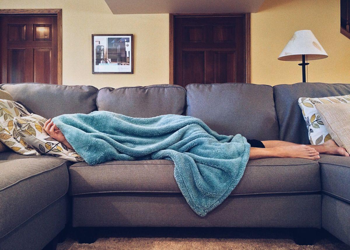 Olvídate de dormir en el sofá por culpa del calor en la cama.