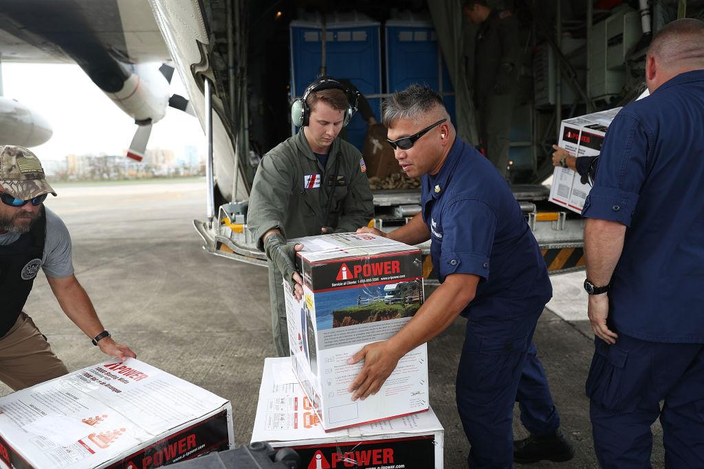 El tráfico aéreo se limita a los vuelos humanitarios en Puerto Rico.