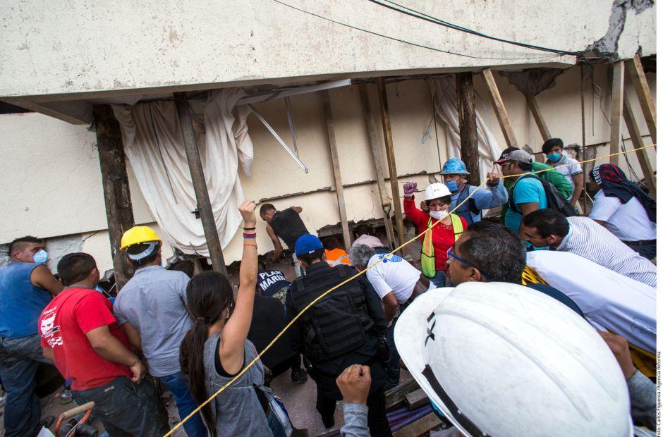 Tragedia en colegio, mueren al menos 32 niños por derrumbe tras terremoto en México