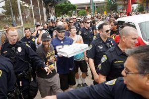 Pizza, murales, nazis y contra manifestantes: cóctel explosivo en el Parque Chicano de San Diego