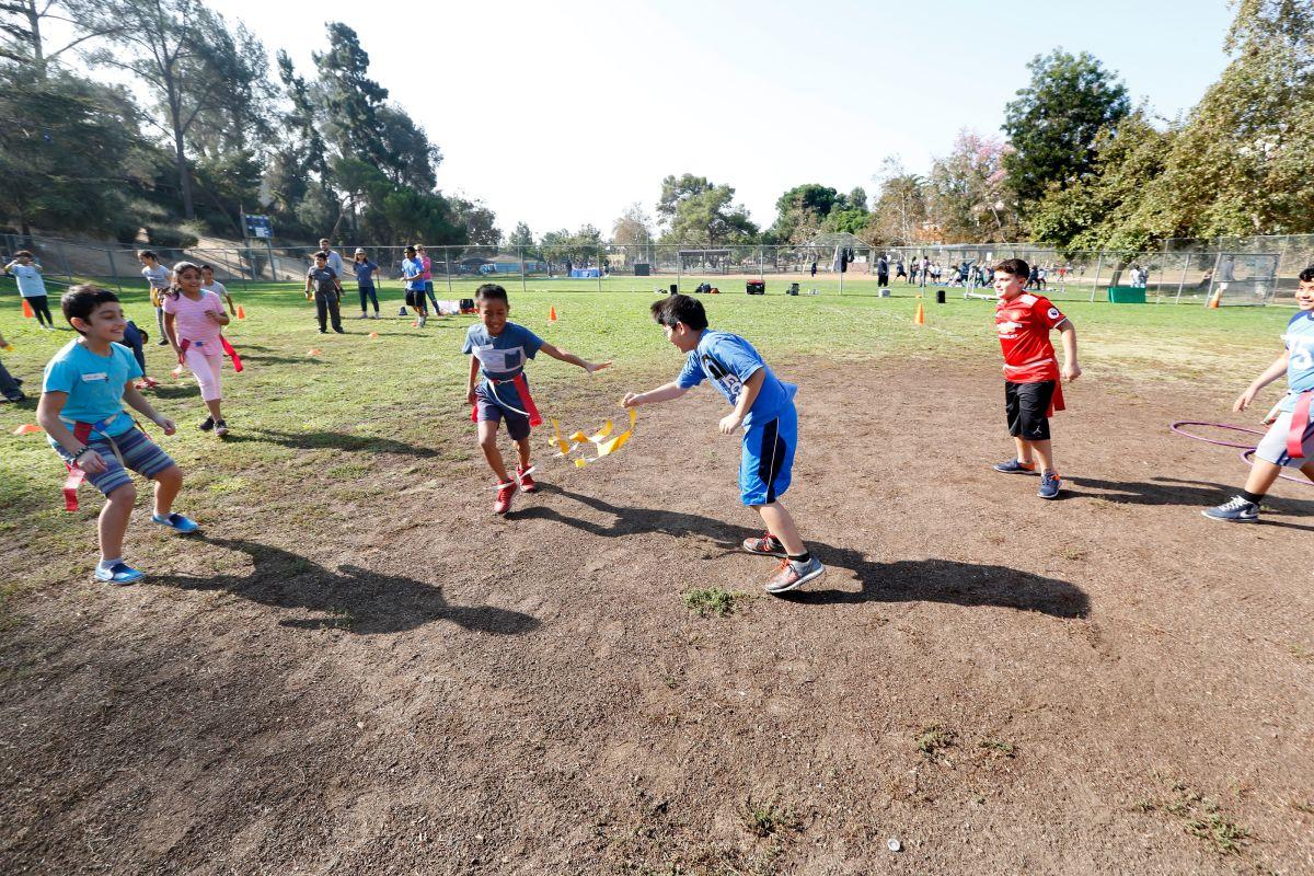 Niños jugando en el Bellevue Recreation Center ubicado en el vecindario de Silver Lake (Archivo, 2017).
