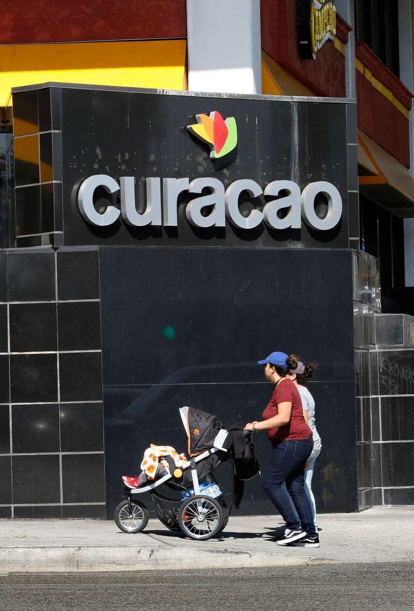 """Procuraduría de California demanda a """"La Curacao"""" por supuestas prácticas fraudulentas"""