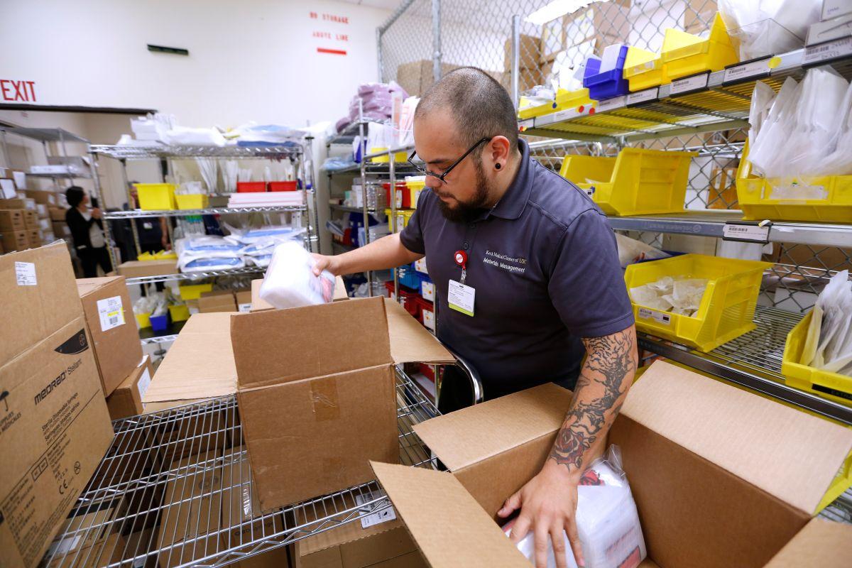 Centro médico de Los Ángeles envía suministros a hospital en Puerto Rico