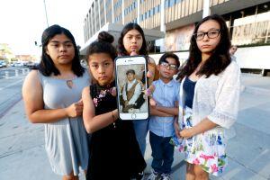 Niños exigen la liberación de su padre arrestado por la Patrulla Fronteriza en Santa Ana