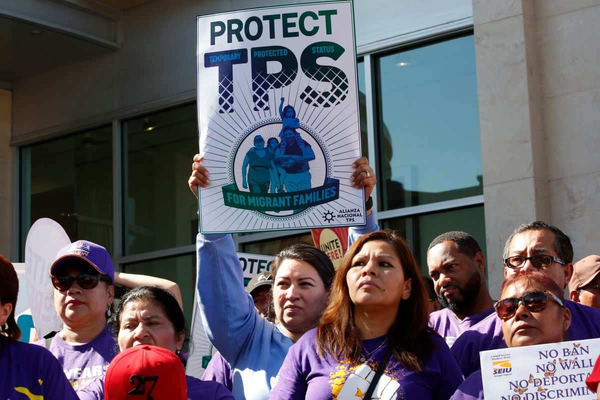 Activistas celebran fallo de juez sobre TPS, pero piden solución permanente del Congreso