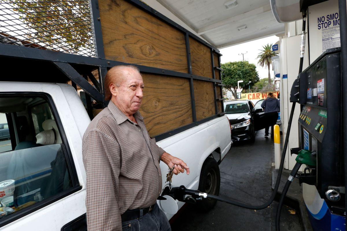 Desde este 1 de noviembre la gasolina sube $0.12 por galón en California